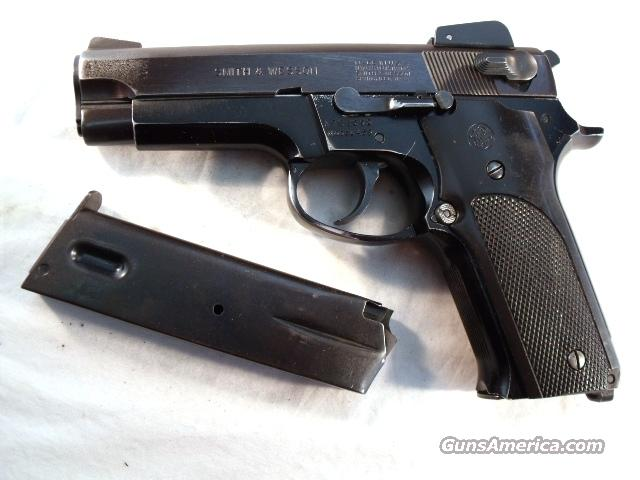 S&W 9mm Model 459 Lightweight Blue Adjustable Sights G-VG 1981 with 2 Original Pre-Ban 14 Shot Smith & Wesson Factory Magazines  Guns > Pistols > Smith & Wesson Pistols - Autos > Alloy Frame