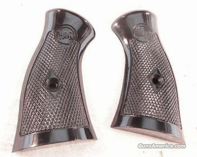 Grips H&R .22 or .32 Square Butt 732, 733, 929, 930 Exc Original  Non-Guns > Gunstocks, Grips & Wood