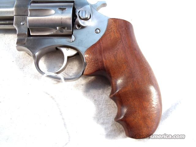 Grips Ruger SP101 Hogue Goncalo Combat Finger Groove Excellent Condition ca. 1990  Non-Guns > Gunstocks, Grips & Wood