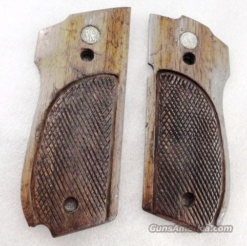 Grips S&W model 39 639 Walnut Factory Panels ca. 1975 Smith & Wesson 9mm  Non-Guns > Gun Parts > Grips > Smith & Wesson