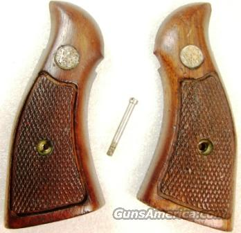 Grips S&W K L Square Butt Service Magna style 1970s Goncalo Alves Very Good Factory Smith & Wesson Will not fit Round Butt Variants	  Non-Guns > Gunstocks, Grips & Wood