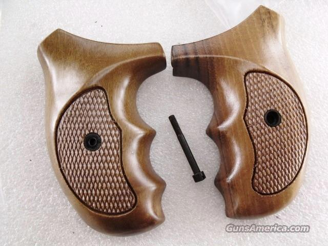 Smith & Wesson J Round Revolver Grips Sile Combat 1970s GRsilJC Finger Groove Italian Walnut New Old Stock Models 34 36 37 38 40 42 60 637 638 640 317 651  Non-Guns > Gun Parts > Grips > Smith & Wesson