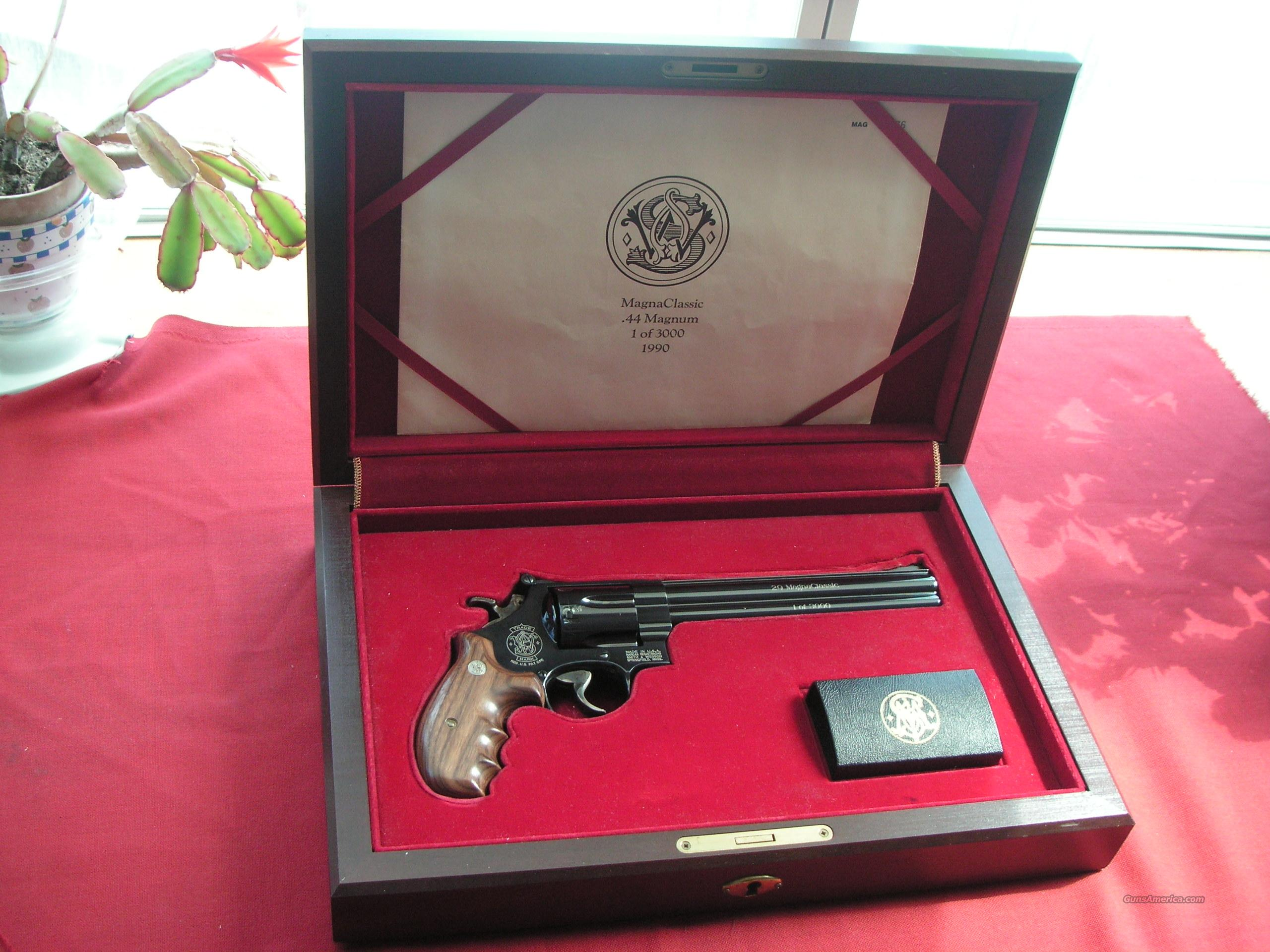 SMITH & WESSON MAGNE CLASSIC .44 MAGNUM 1 OF 3000  Guns > Pistols > Smith & Wesson Revolvers > Full Frame Revolver