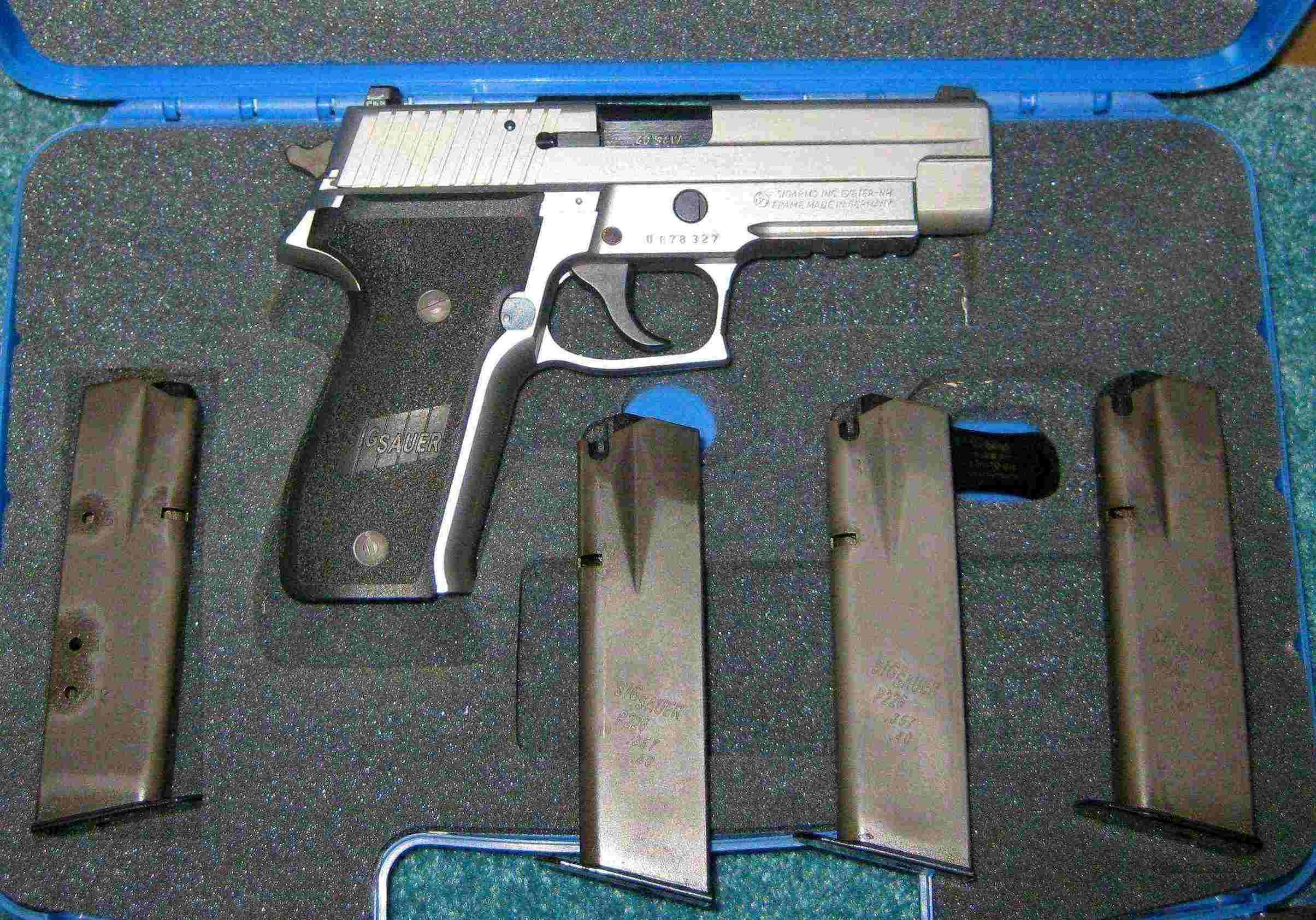 SIG 226-40-SSS-G with 4 Factory Mags  Guns > Pistols > Sig - Sauer/Sigarms Pistols > P226