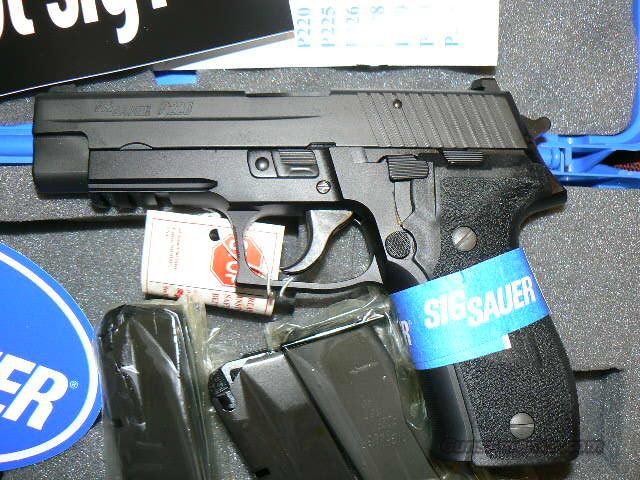 Sig P226R 40 cal S&W w/ Flash Light Rail and Night Sights NEw In Box  Guns > Pistols > Sig - Sauer/Sigarms Pistols > P226