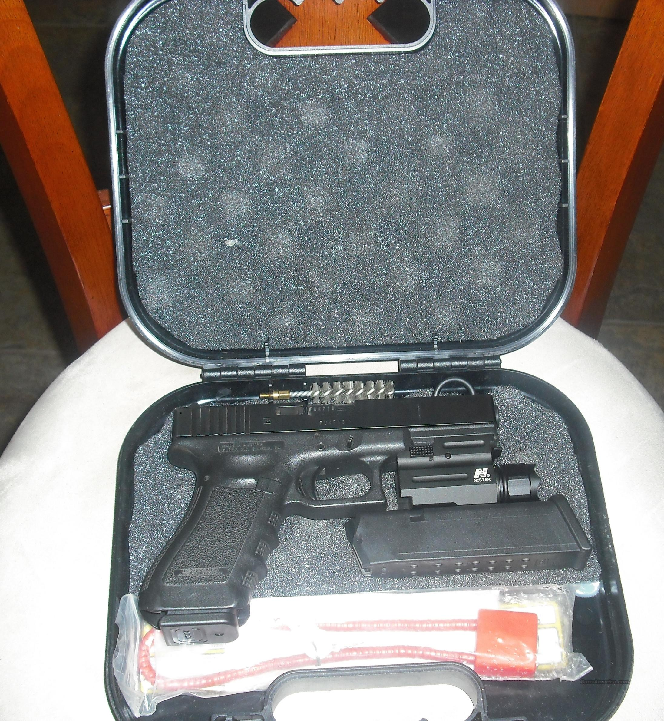Clean Glock with Tactical Light  Guns > Pistols > Glock Pistols > 17