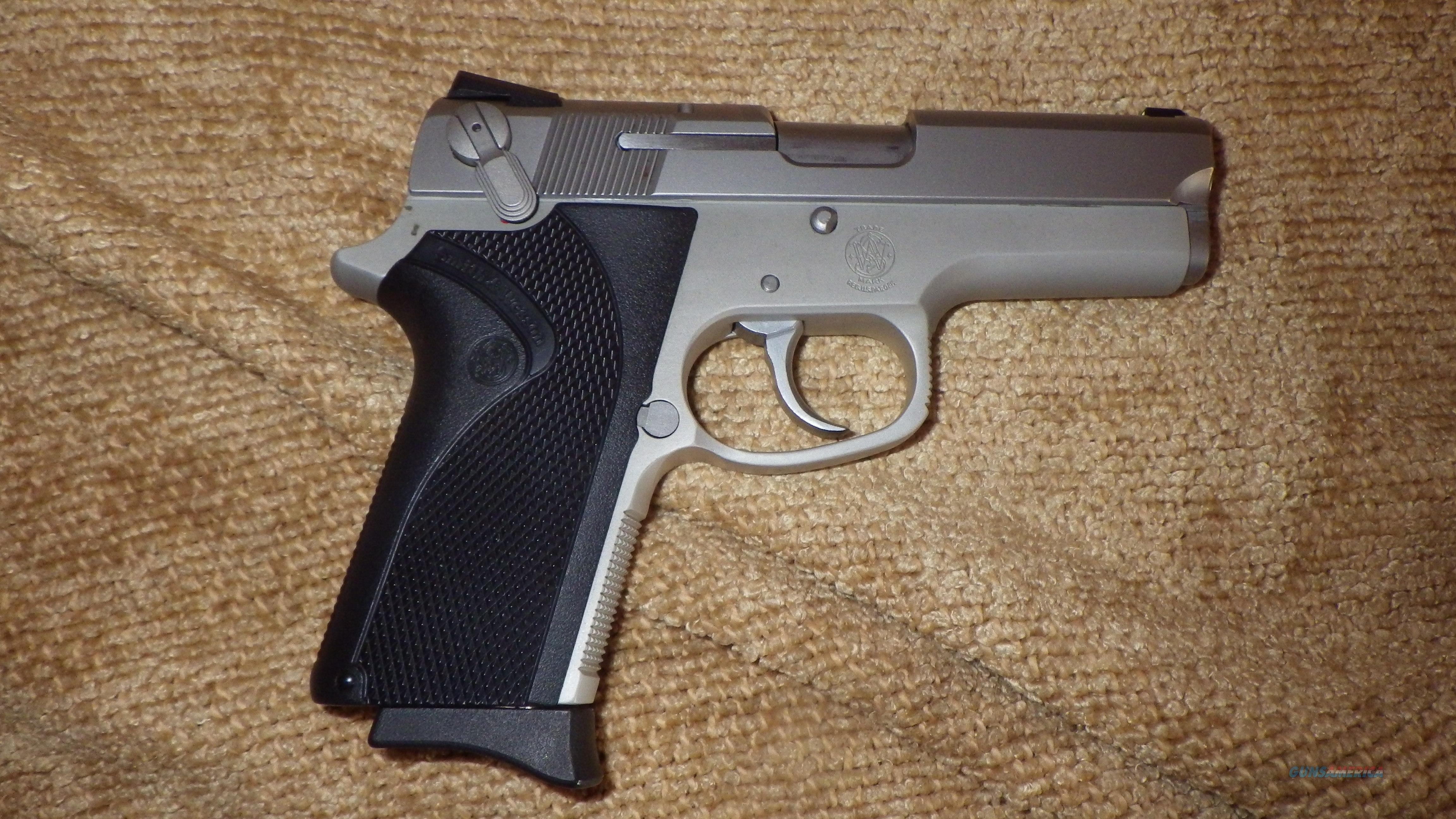 SMITH MODEL 3913 9MM Like New  BOX and Papers included    Guns > Pistols > Smith & Wesson Pistols - Autos > Steel Frame
